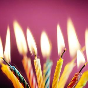 achter iemands verjaardag komen